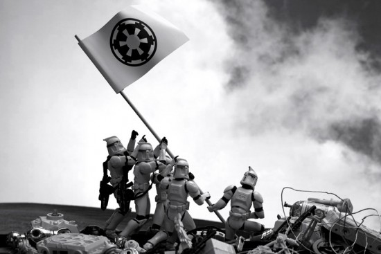 star wars 1 550x367 Artist creates Star Wars recreations of famous photographs with figurines