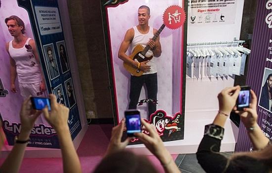 Французский сайт свиданий выставляет мужчин на продажу