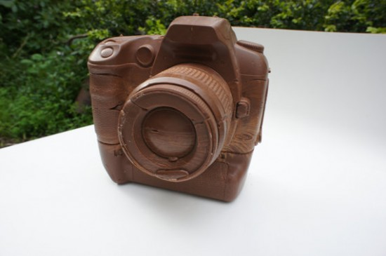 solid chocolate camera 1 550x365 The Limited Edition Solid Chocolate Camera: Delicious!