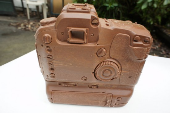 solid chocolate camera 2 550x365 The Limited Edition Solid Chocolate Camera: Delicious!