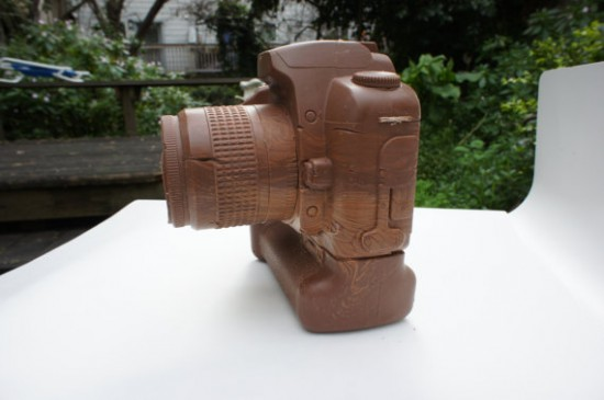 solid chocolate camera 4 550x365 The Limited Edition Solid Chocolate Camera: Delicious!